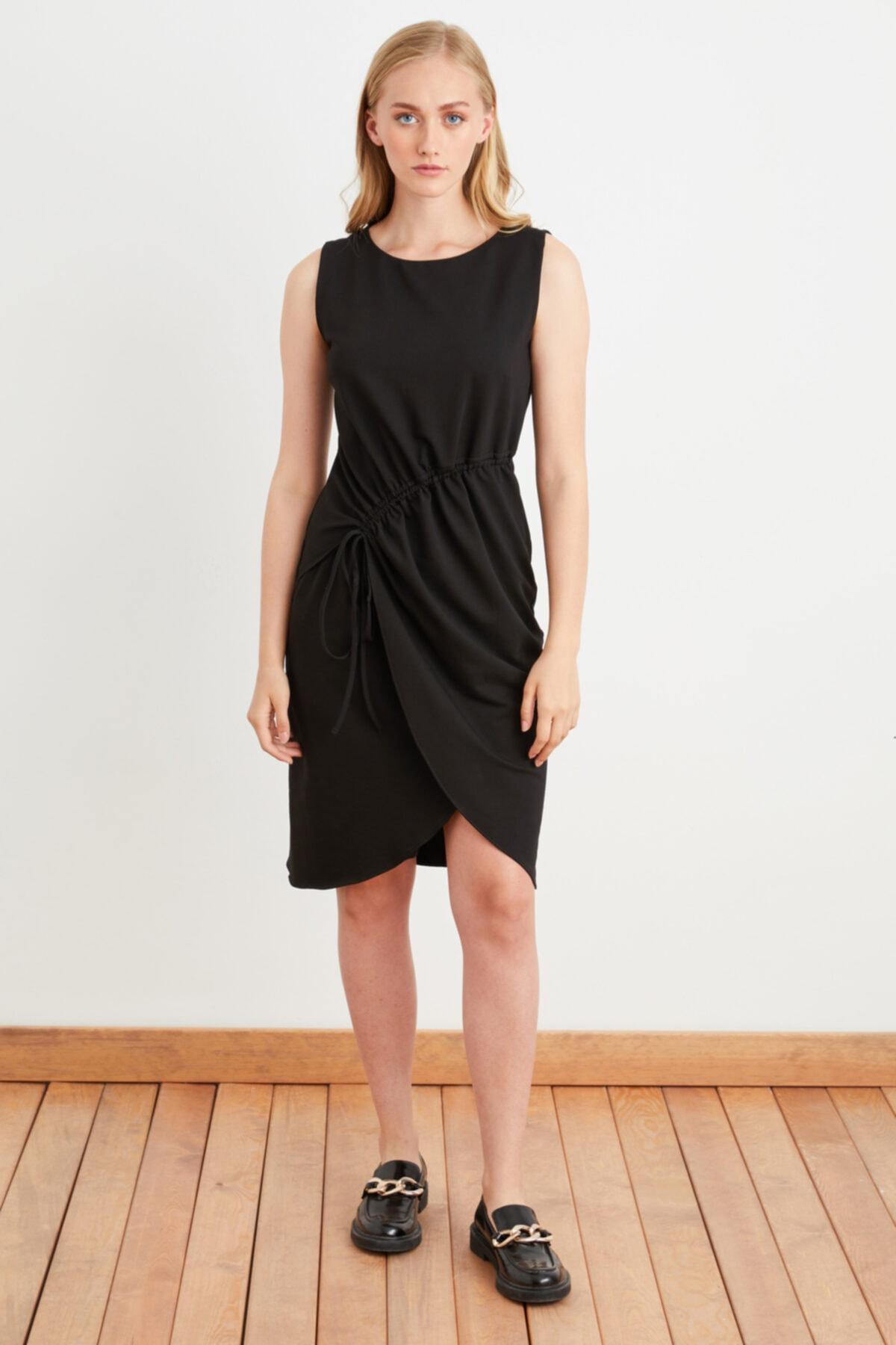 Kadın Siyah Bağlamalı Kolsuz Elbise
