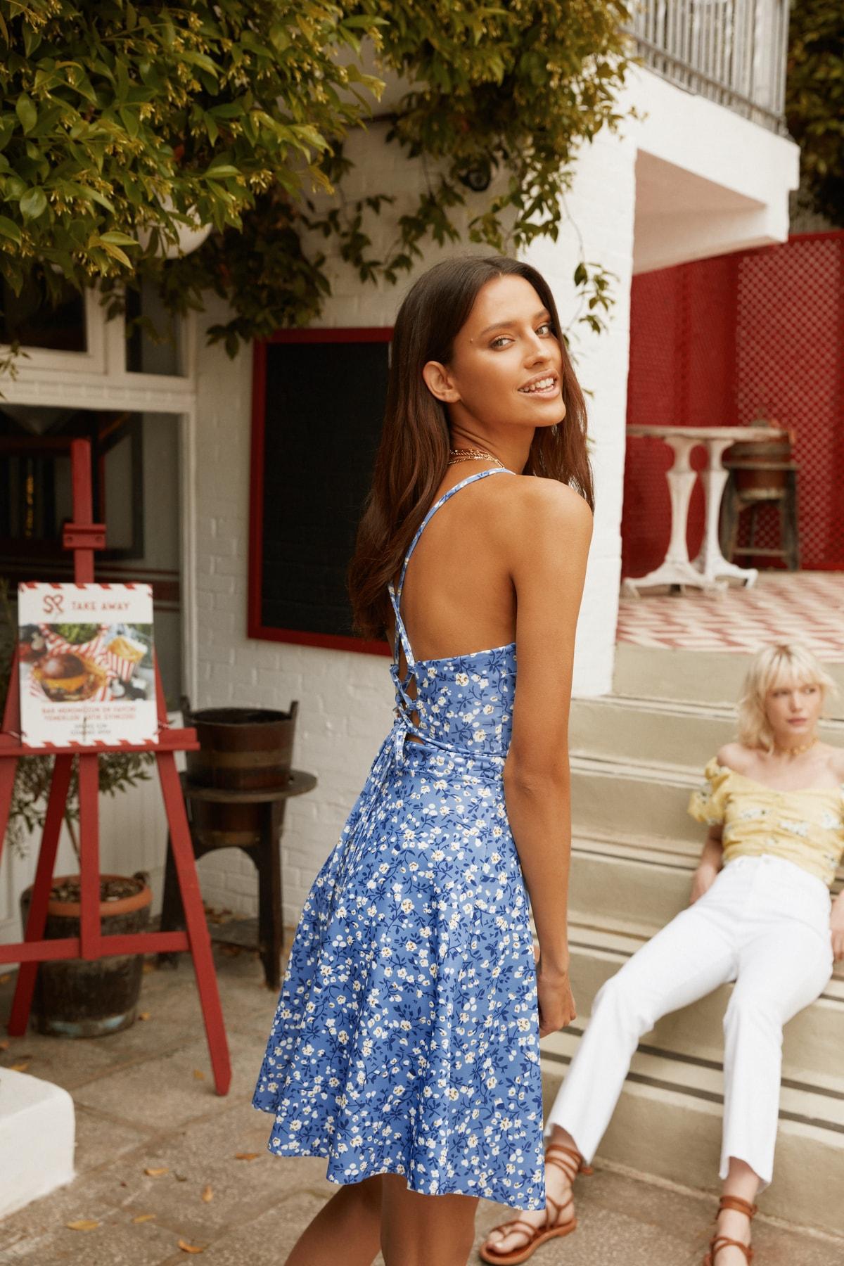 1 org zoom Mavi Sırtı Bağlama Detaylı Çiçek Desenli Örme Elbise TWOSS20EL1630