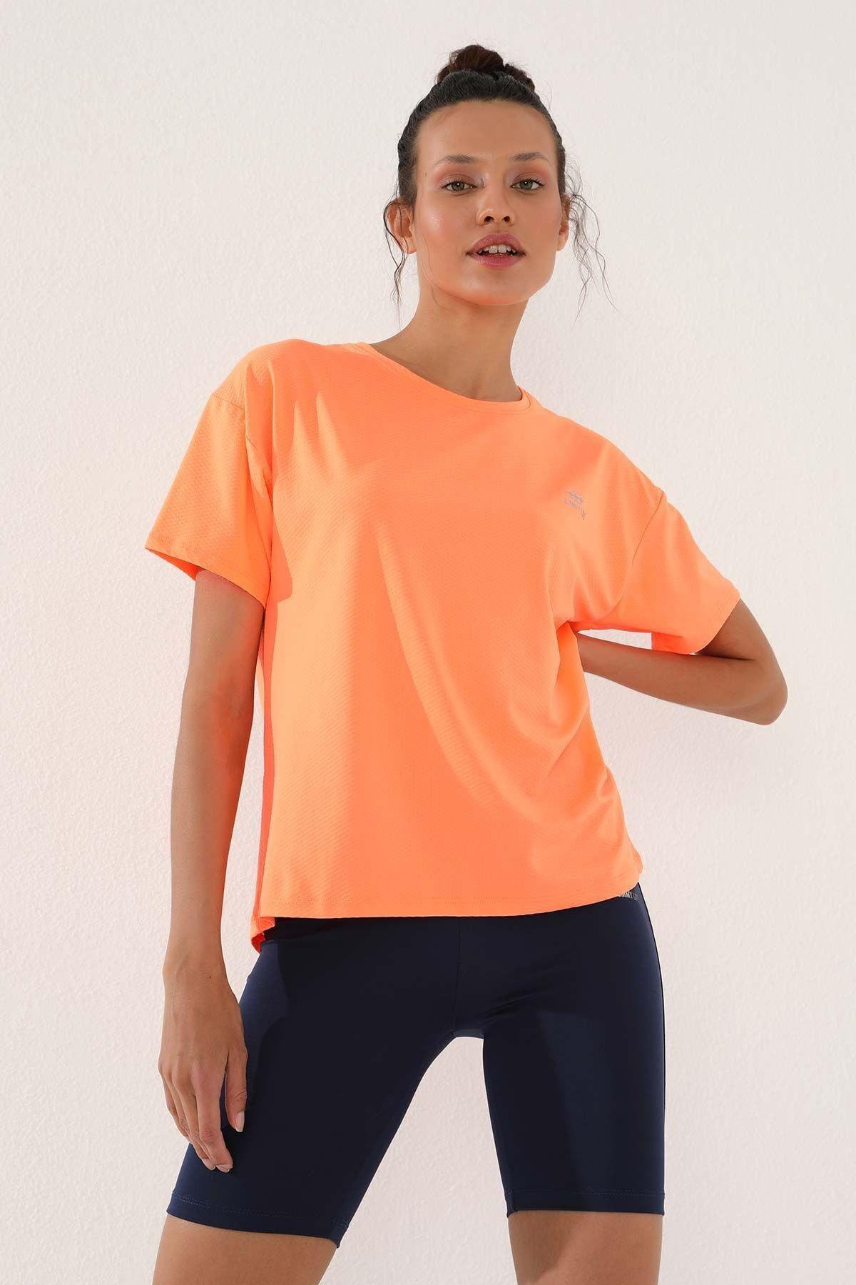 Neon Oranj Kadın Arkası Uzun Kısa Kol Standart Kalıp O Yaka T-shirt - 97152