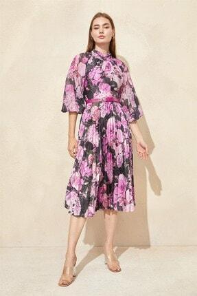 Kadın Pembe Desenli Piliseli Elbise ST050W40375007