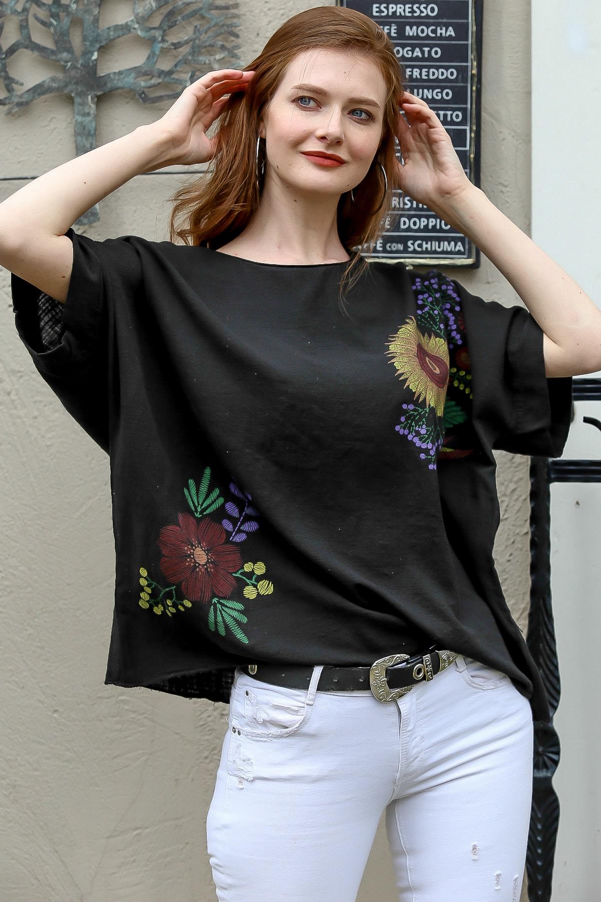 Kadın Siyah Sıfır Yaka Günebakan Çiçek Desenli Salaş Dokuma Bluz M10010200BL95412