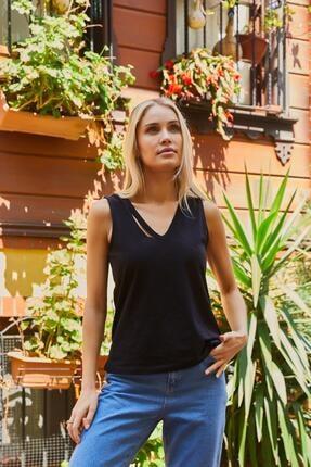 Roop Fabric Göğüs Detaylı Sıfır Kol Bluz Siyah 1