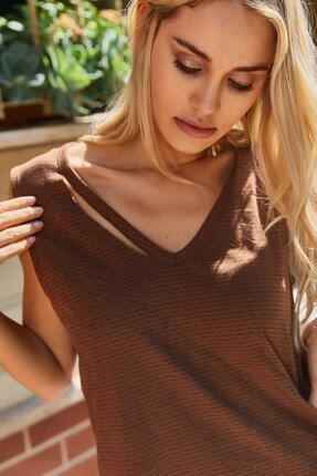Roop Fabric Göğüs Detaylı Sıfır Kol Bluz Kahverengi 1