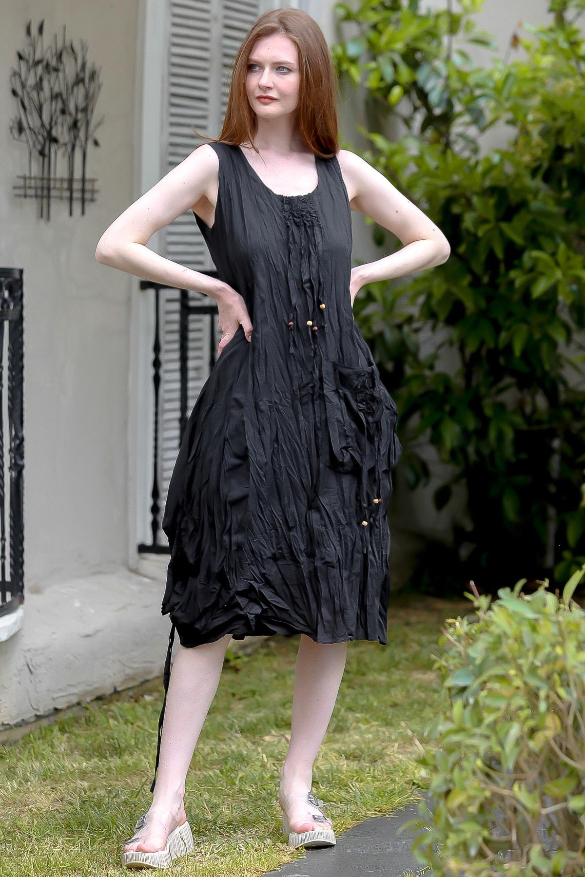 Kadın Siyah Sıfır Yaka Ahşap Boncuklu Yanı Büzgü Detaylı Astarlı Dokuma Elbise M10160000EL94876