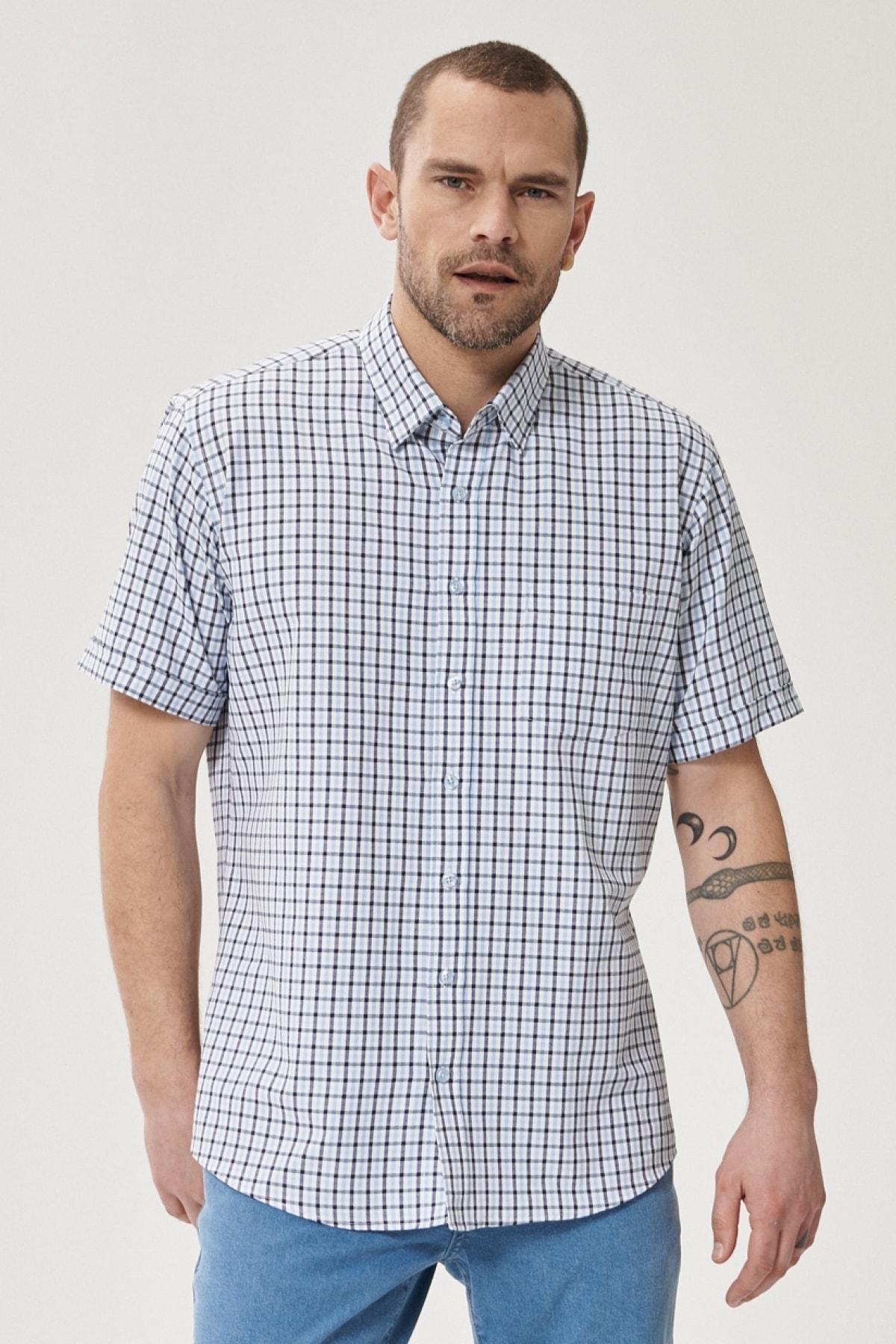 Erkek Beyaz-Lacivert Regular Fit Düğmeli Yaka Kısa Kollu Yazlık Kareli Gömlek