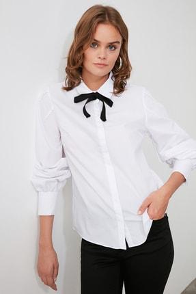 TRENDYOLMİLLA Beyaz Yakası Bağlama Detaylı Gömlek TOFAW19FG0043 1