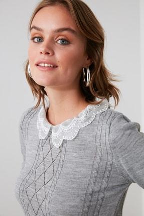 TRENDYOLMİLLA Gri Dantel Detaylı Triko Bluz TWOAW21BZ0808 1