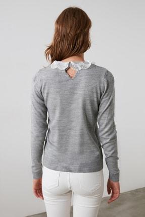 TRENDYOLMİLLA Gri Dantel Detaylı Triko Bluz TWOAW21BZ0808 4