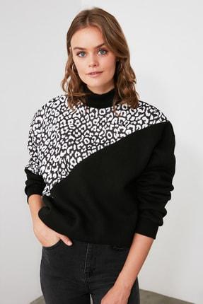TRENDYOLMİLLA Siyah Leopar Desenli Dik Yaka Örme Sweatshirt TWOAW21SW0823 0