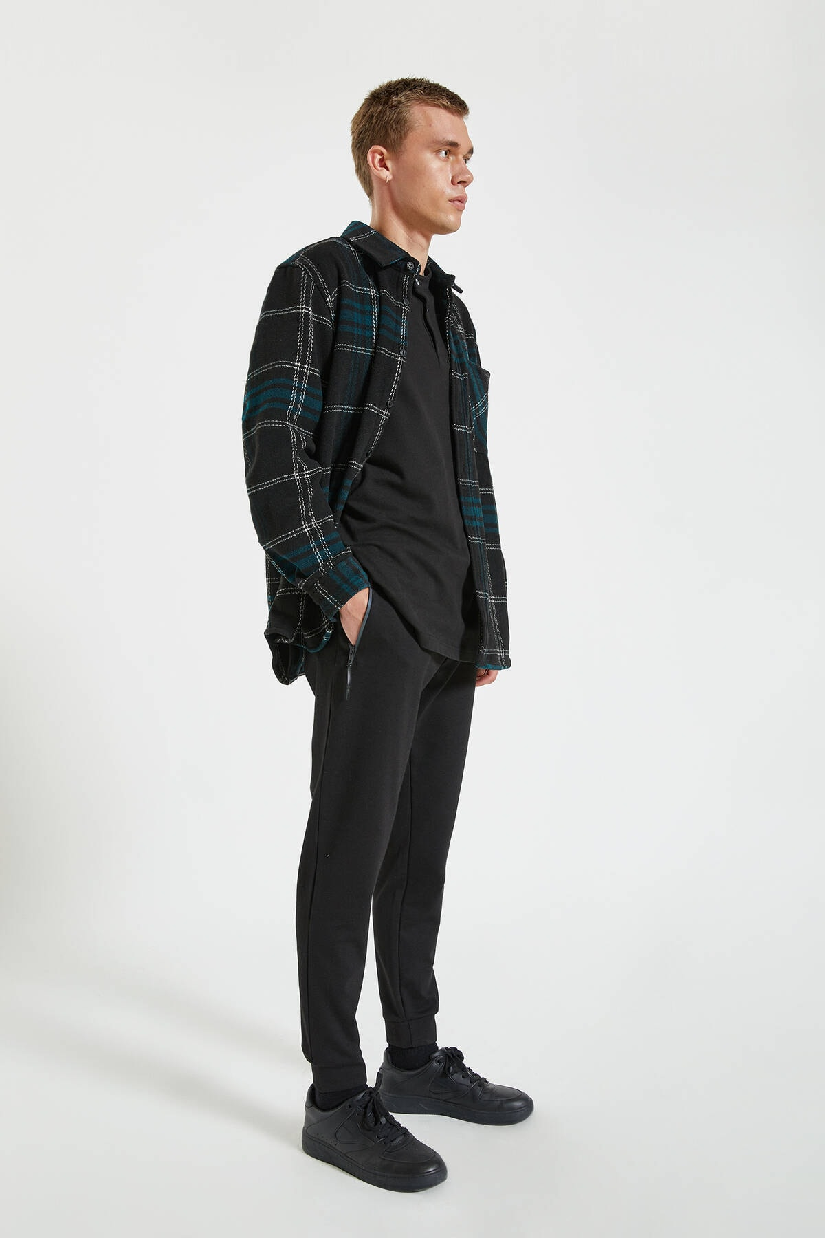 Pull & Bear Erkek Siyah Kontrast Fermuarlı Jogging Fit Pantolon 09678525 1