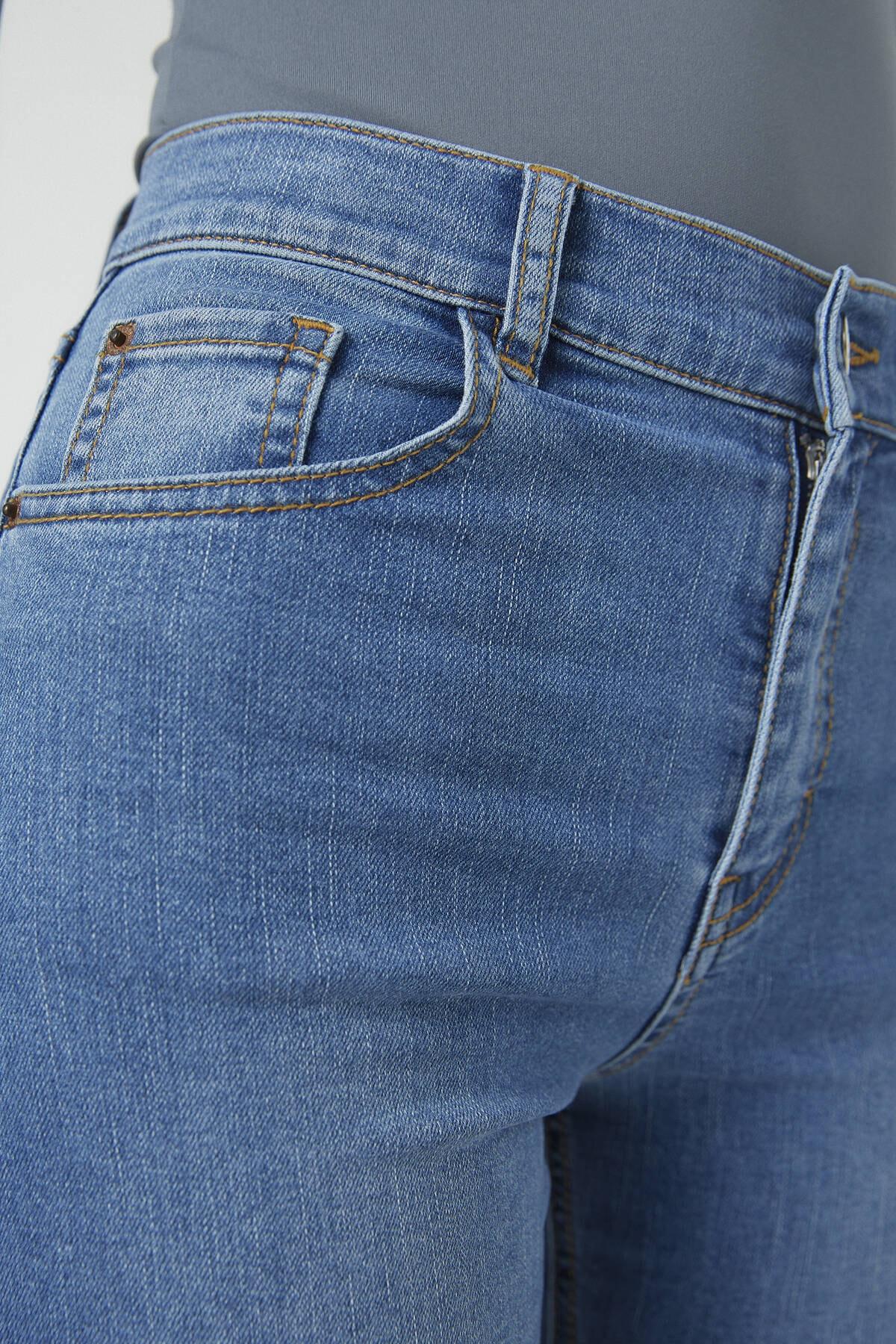 Pull & Bear Kadın Orta Mavi Basic İspanyol Paça Jean 09683303 1