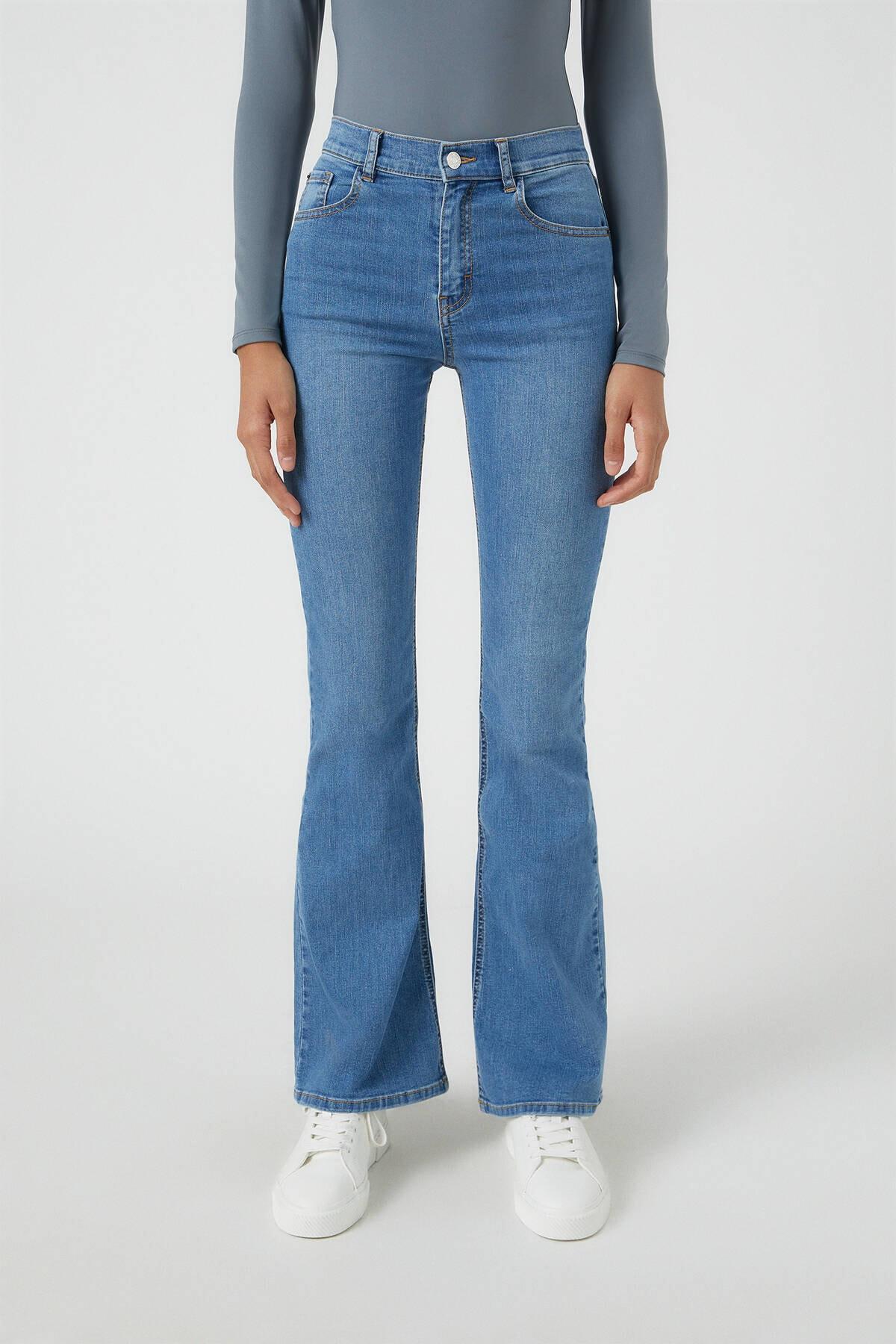 Pull & Bear Kadın Orta Mavi Basic İspanyol Paça Jean 09683303 2