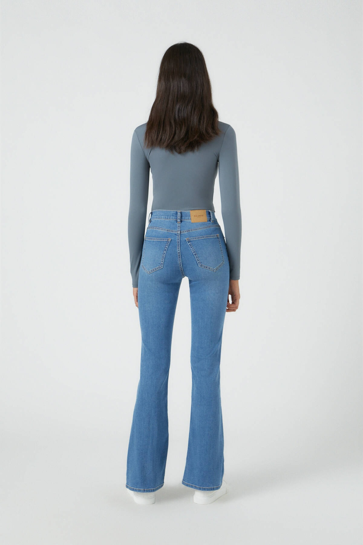 Pull & Bear Kadın Orta Mavi Basic İspanyol Paça Jean 09683303 3