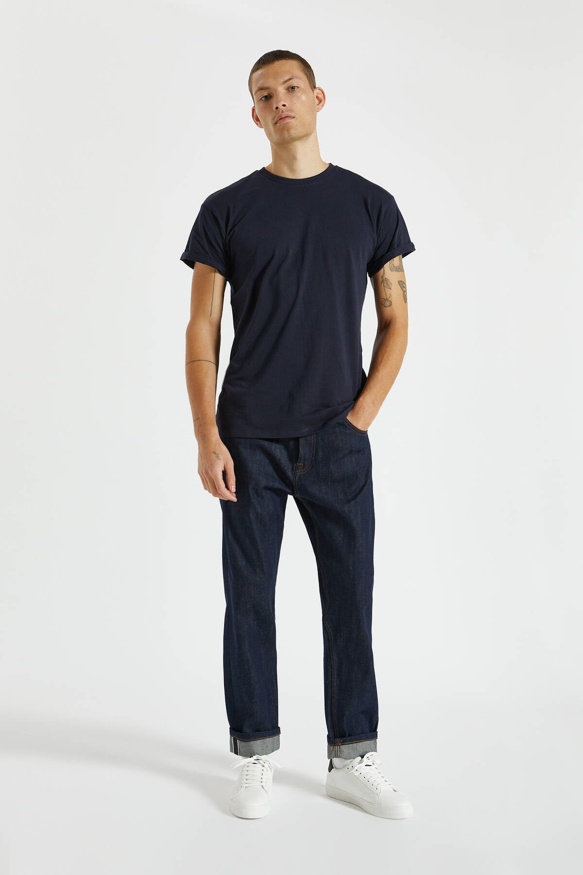 Pull & Bear Erkek Lacivert Logolu Basic Muscle Fit T-Shirt 09244941 1