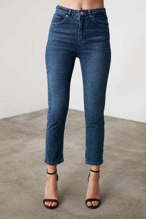 TRENDYOLMİLLA Mavi Yüksek Bel Mom Jeans TWOAW21JE0418 4