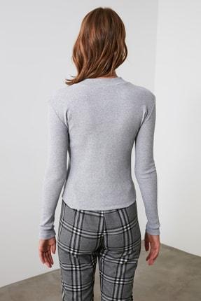 TRENDYOLMİLLA Gri Fermuar Detaylı Örme Bluz TWOAW20BZ0512 3