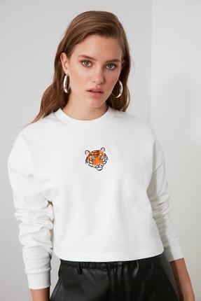 TRENDYOLMİLLA Ekru Nakışlı Crop Örme Sweatshirt TWOAW21SW1342 0