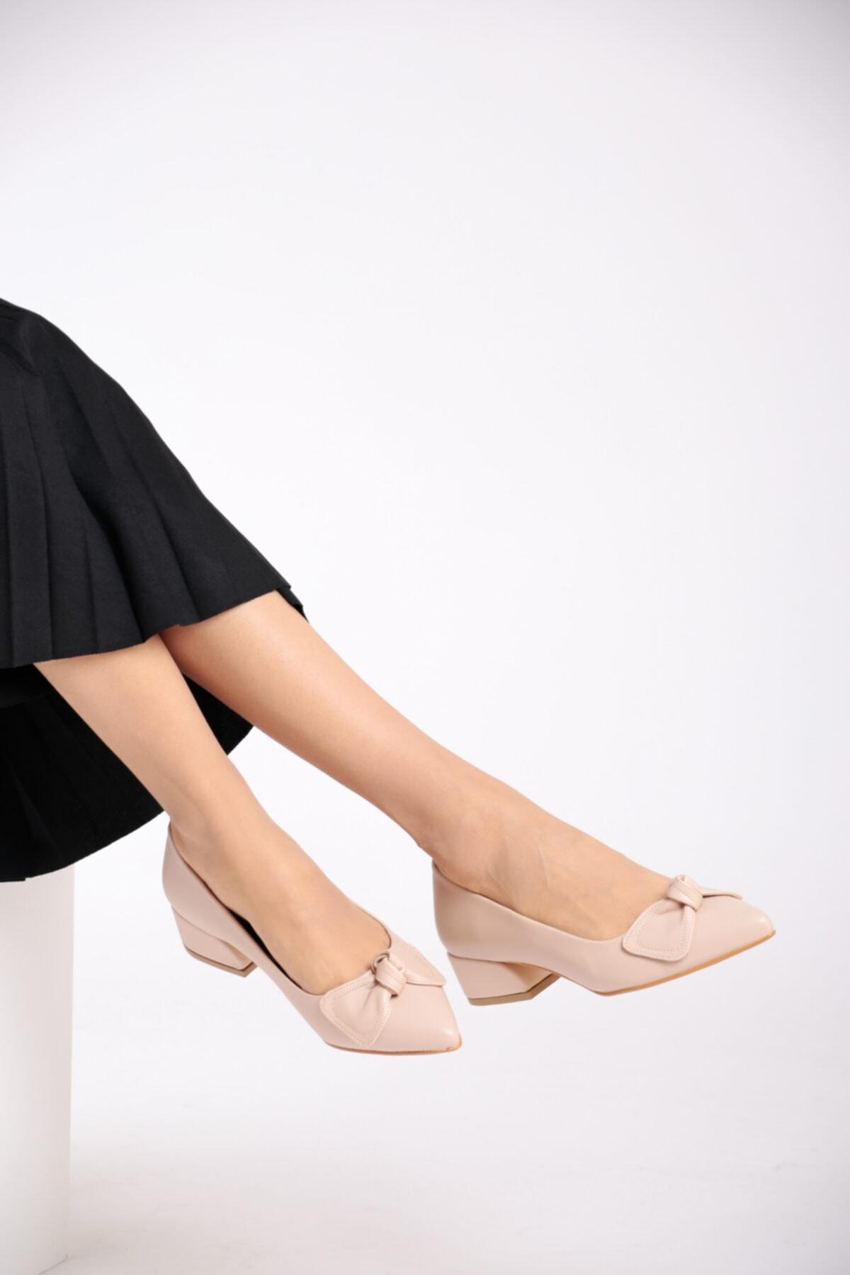 Bej Cilt Bağlama Fiyonklu Klasik Kadın Ayakkabı Kısa Topuk