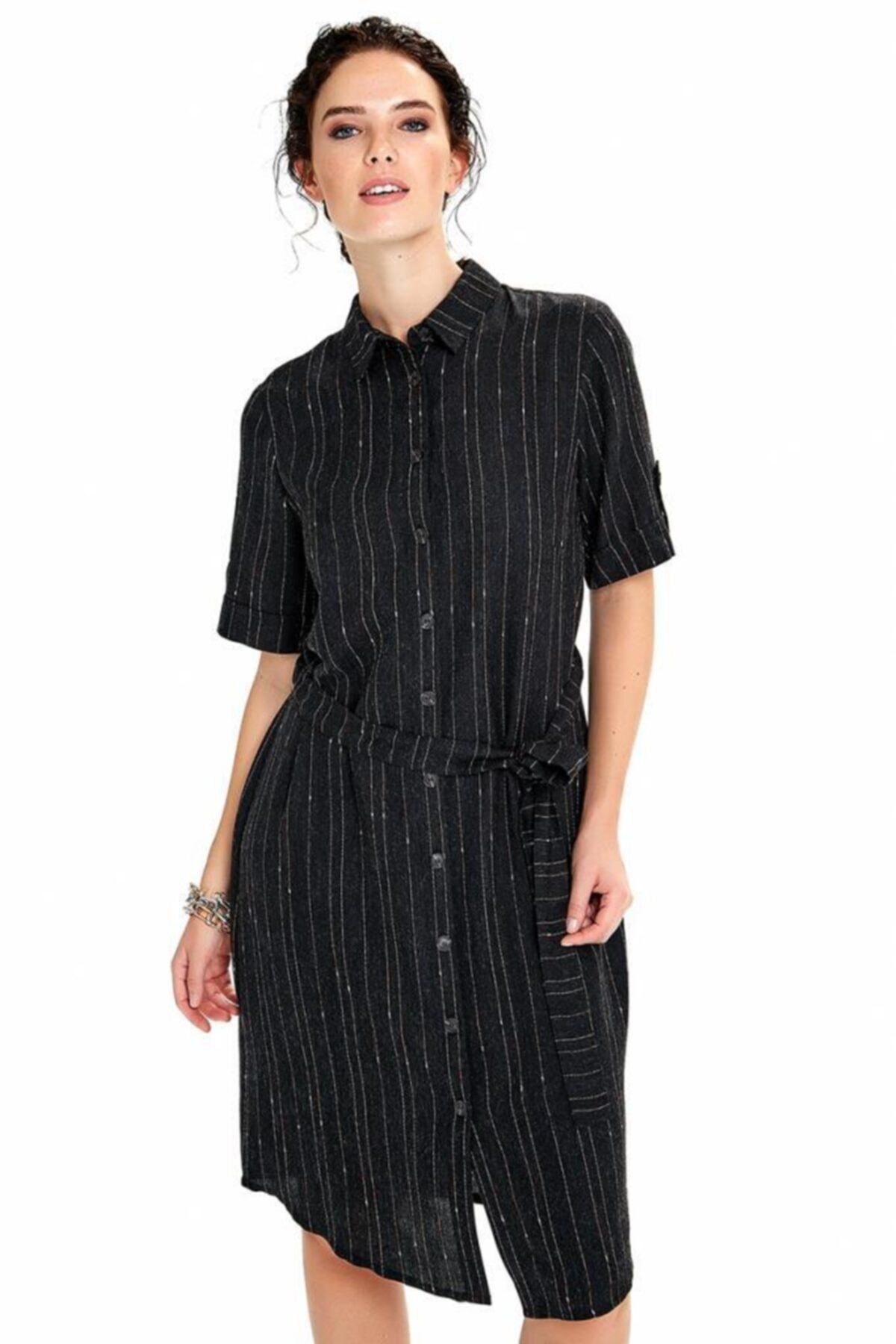 Önü Düğmeli Beli Kuşaklı Çizgili Elbise