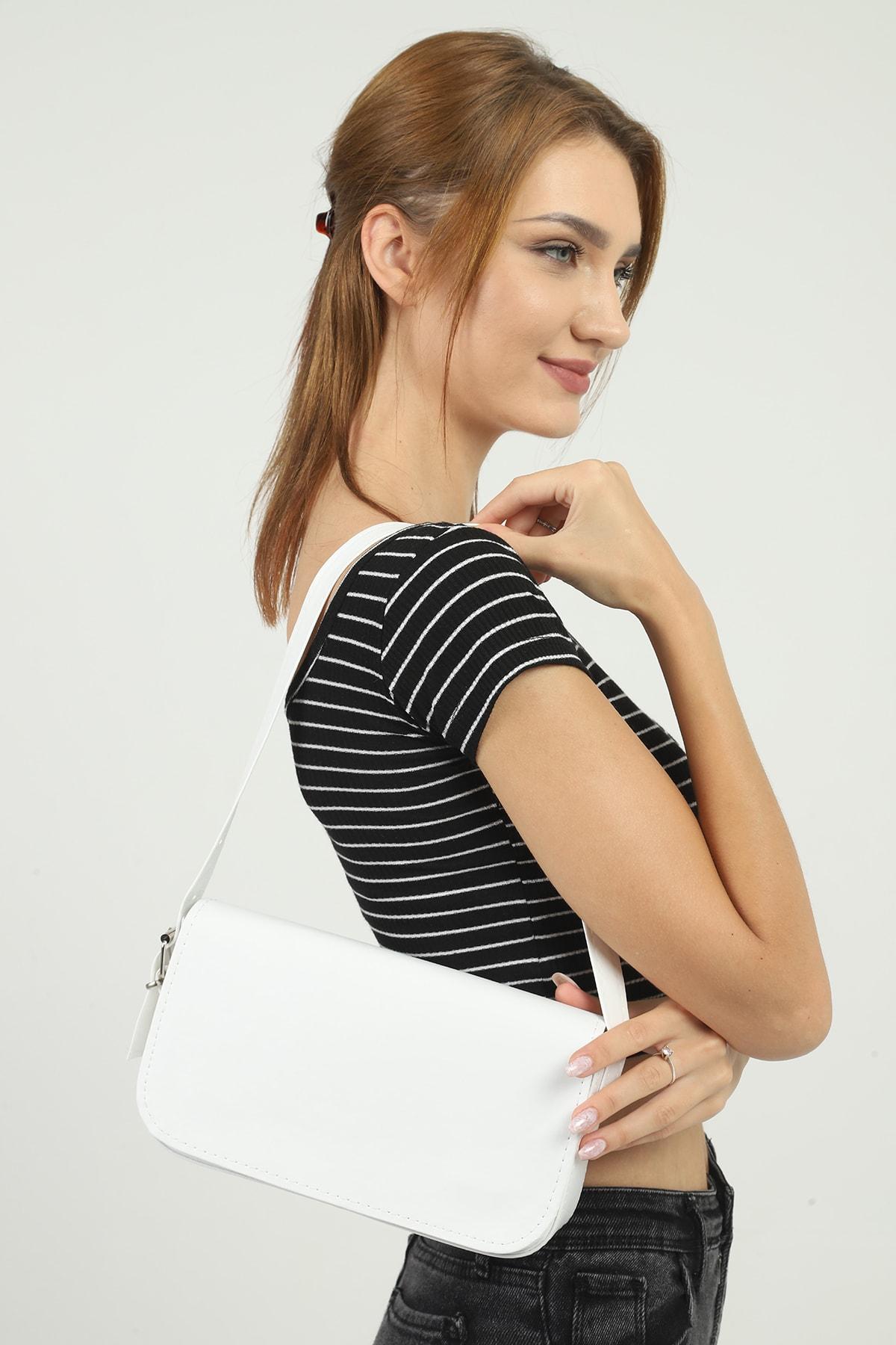 Beyaz Kapaklı Baget Çanta 27x15 Cm