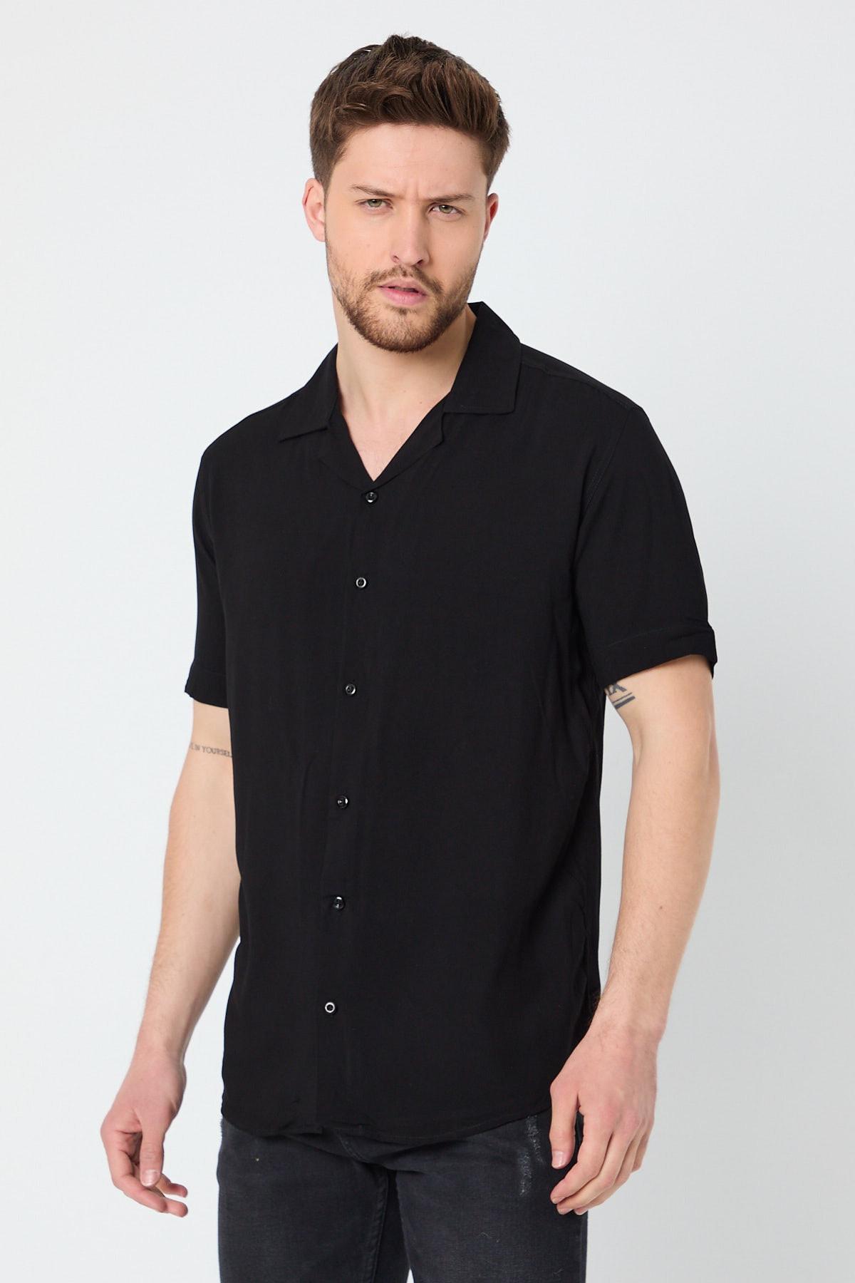 Siyah Erkek Dökümlü Regular Fit Apaş Yaka Kısa Kollu Yazlık Viskon Gömlek