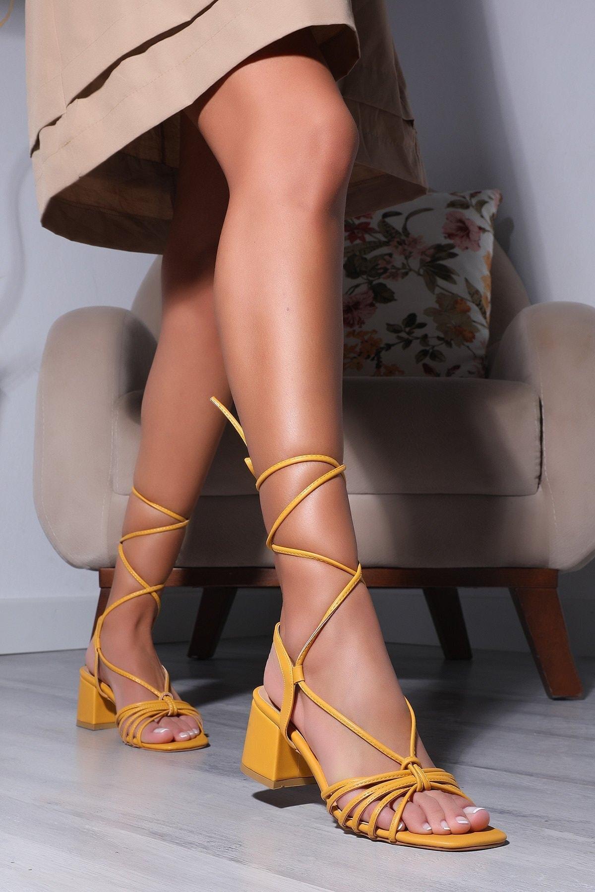Bilek Bağlamalı Kadın Topuklu Sandalet