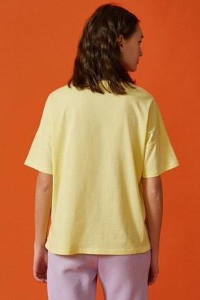 Koton Kadın Sarı Baskili Tisört 3