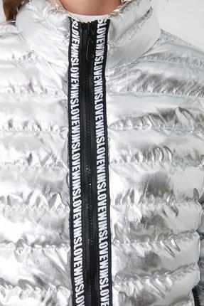 TRENDYOLMİLLA Gümüş Parlak Şişme Mont TWOAW20MO0034 4