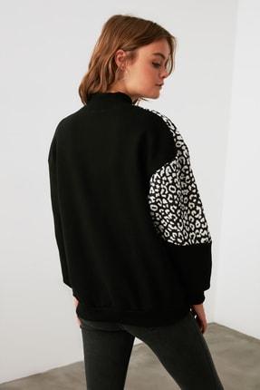TRENDYOLMİLLA Siyah Leopar Desenli Dik Yaka Örme Sweatshirt TWOAW21SW0823 3