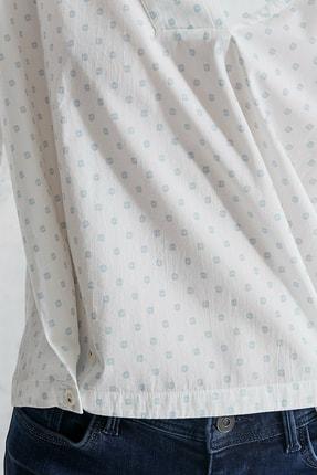 Yargıcı Kadın Mavi Desenli V Yaka Rahat Kalıp Bluz 0KKGM6044X 4