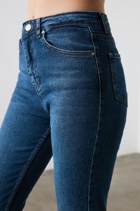 TRENDYOLMİLLA Mavi Yüksek Bel Mom Jeans TWOAW21JE0418 2