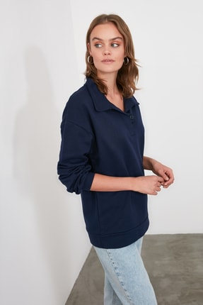 TRENDYOLMİLLA Lacivert Polo Yaka Düğme Detaylı Basic Örme Sweatshirt TWOAW21SW1039 1