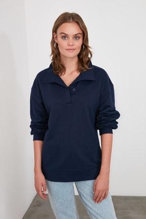 TRENDYOLMİLLA Lacivert Polo Yaka Düğme Detaylı Basic Örme Sweatshirt TWOAW21SW1039 4