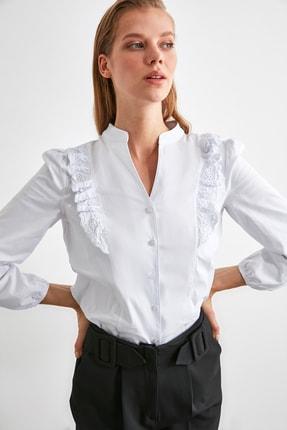TRENDYOLMİLLA Beyaz İşleme Detaylı Gömlek TWOSS20GO0044 2