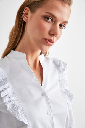 TRENDYOLMİLLA Beyaz İşleme Detaylı Gömlek TWOSS20GO0044 3