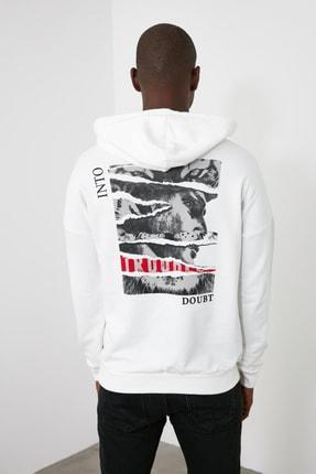 TRENDYOL MAN Beyaz Erkek Kapüşonlu Uzun Kollu Sırt Baskılı Sweatshirt TMNAW20SW0489 0