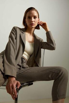 Defacto Kadın Bej Retro Spirit Kareli Relax Fit Blazer Ceket 3