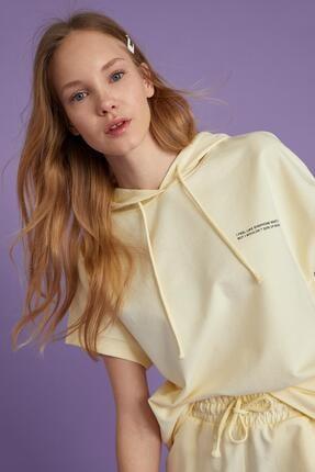 Defacto Kadın Ekru Yazı Baskılı Organik Pamuklu Relax Fit Kısa Kollu Sweatshirt 2