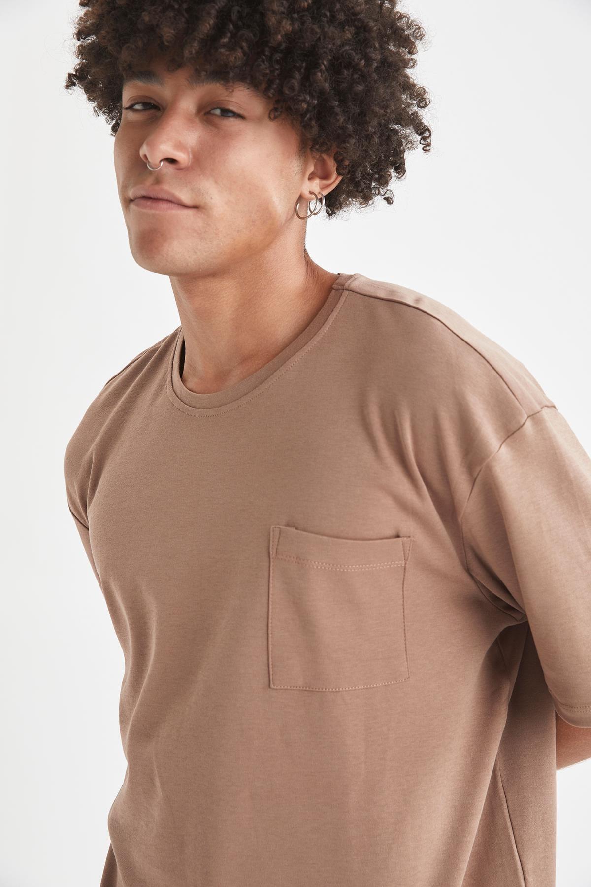 Defacto Erkek Kahverengi Oversize Fit Bisiklet Yaka Basic Tişört 2