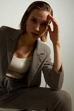 Defacto Kadın Bej Retro Spirit Kareli Relax Fit Blazer Ceket 4
