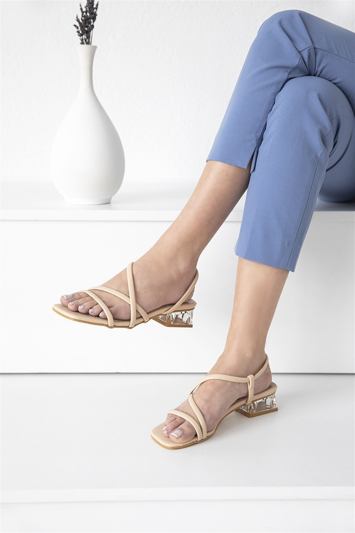 Alpha Bayan Topuklu Küt Burun Sandalet Ten