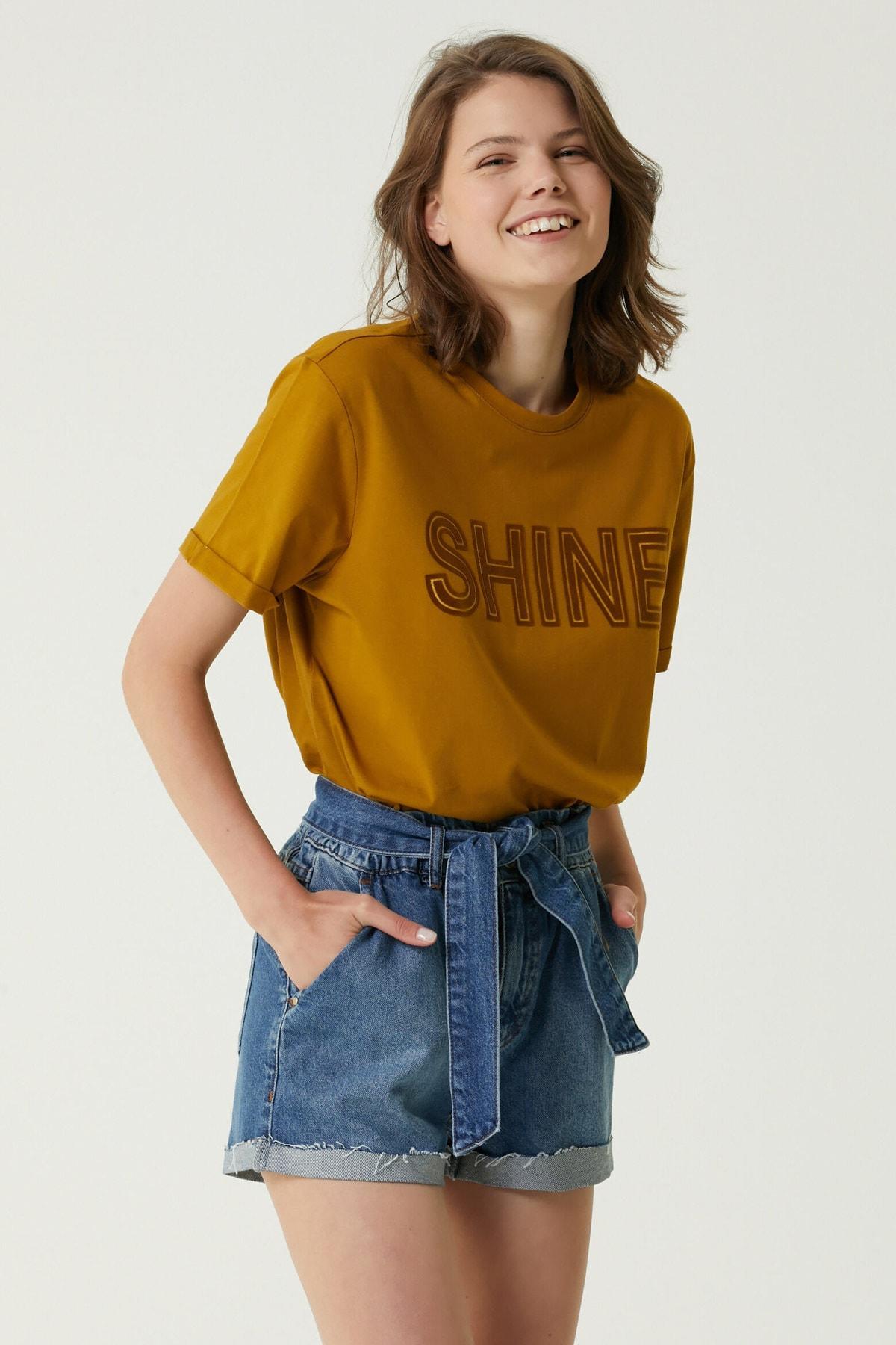 Kadın Basic Fit Hardal Baskılı T-shirt 1079560
