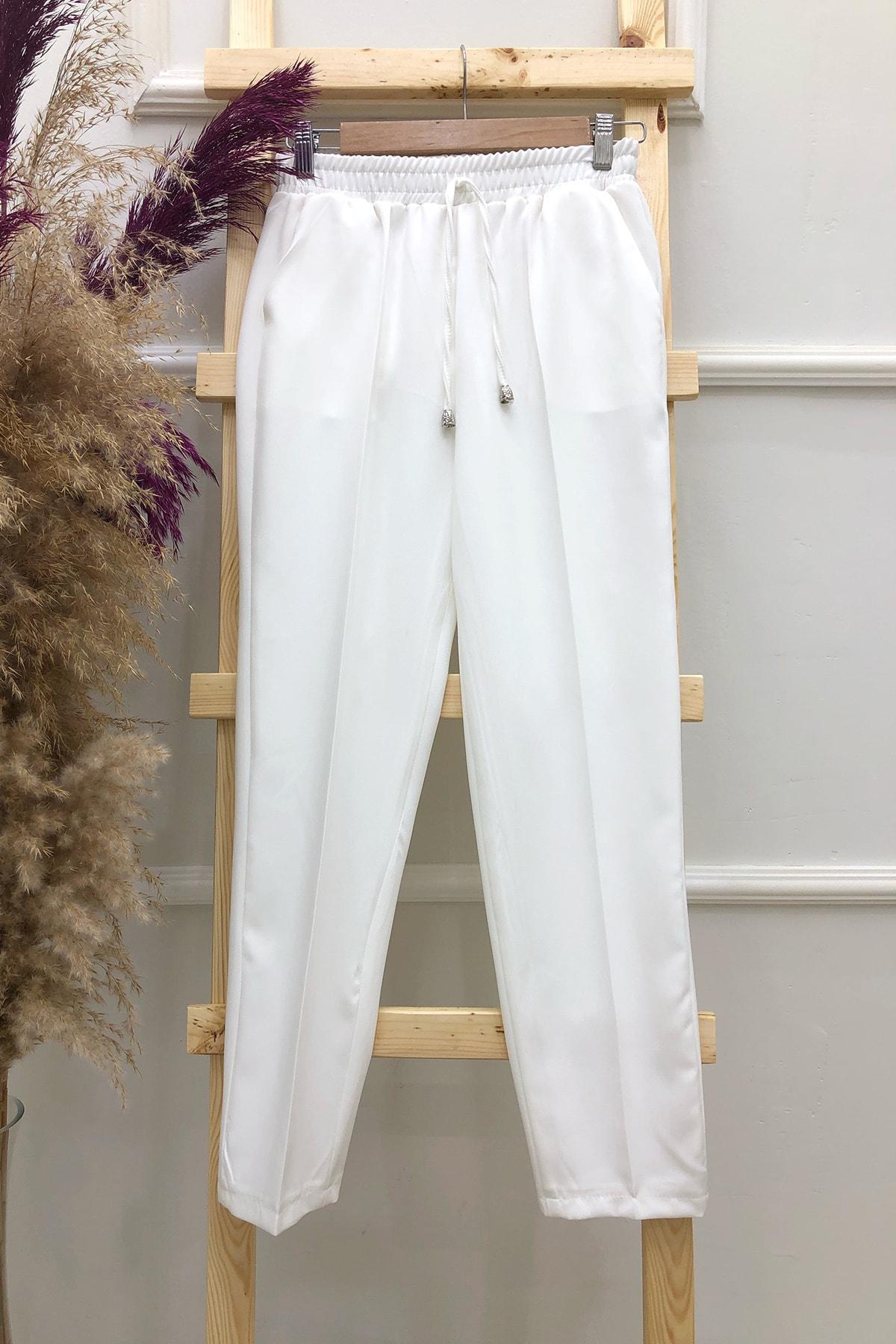 Beyaz Cepli Dar Paça Pantolon