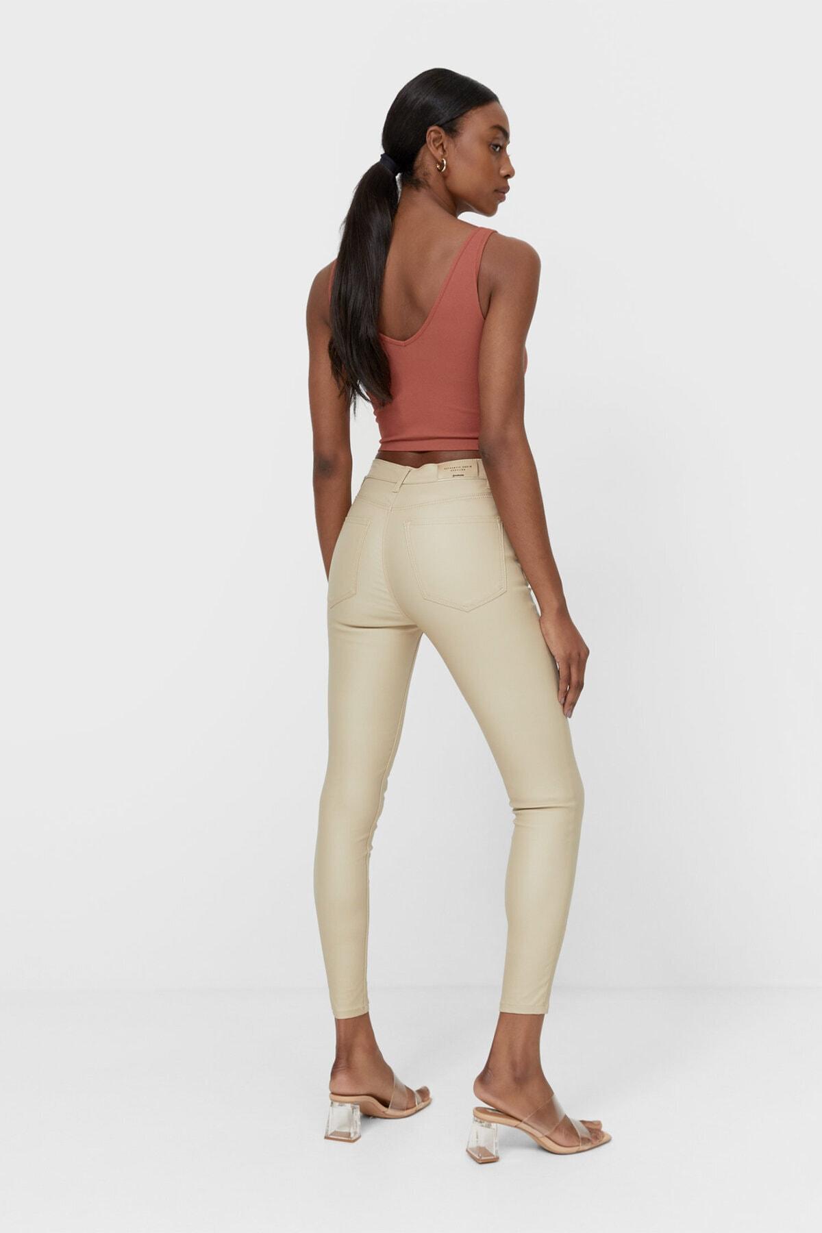Stradivarius Kadın Krem Rengi Mumlu Görünümlü Yüksek Bel Pantolon 1