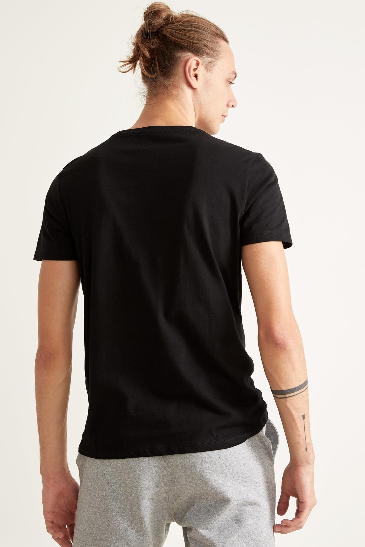 Defacto Erkek Siyah Slim Fit Bisiklet Yaka Pamuklu Tişört