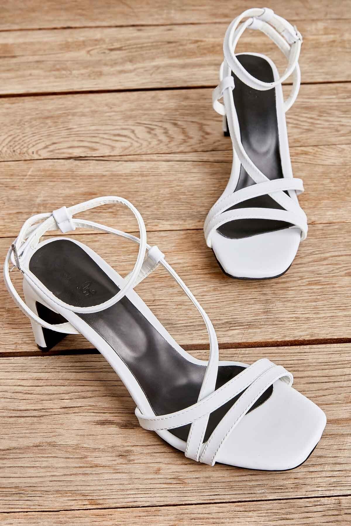 Beyaz Kadın Klasik Topuklu Ayakkabı K05575000109