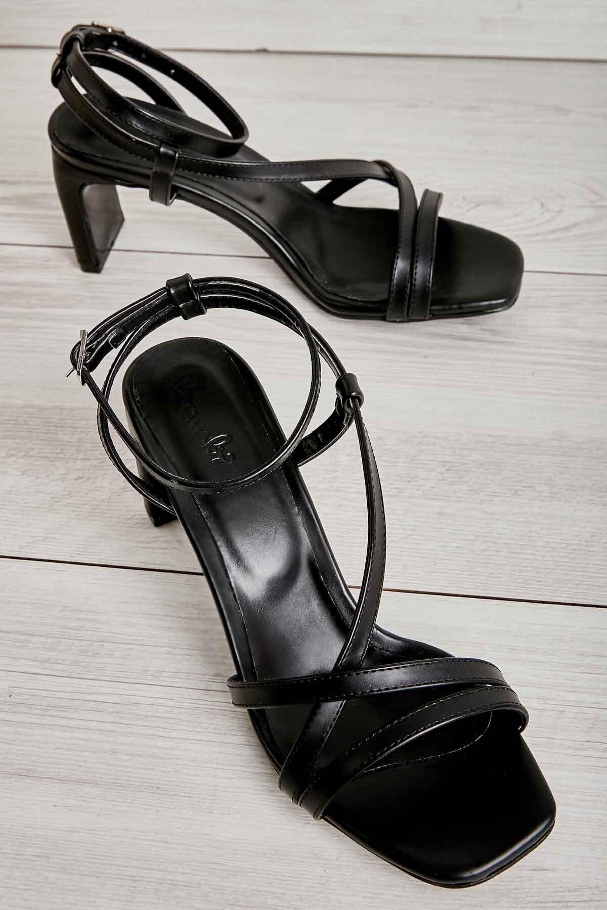 Siyah Kadın Klasik Topuklu Ayakkabı K05575000109