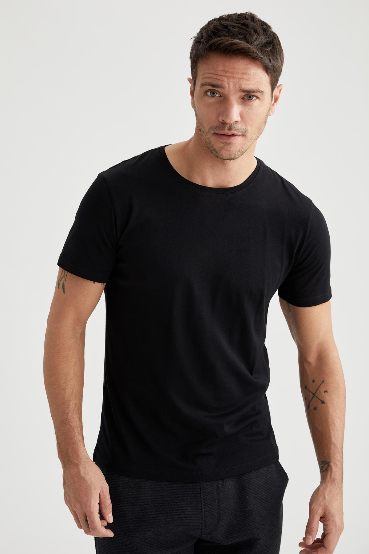 Erkek Siyah Bisiklet Yaka Slim Fit Premium Kalite Basic T-shirt