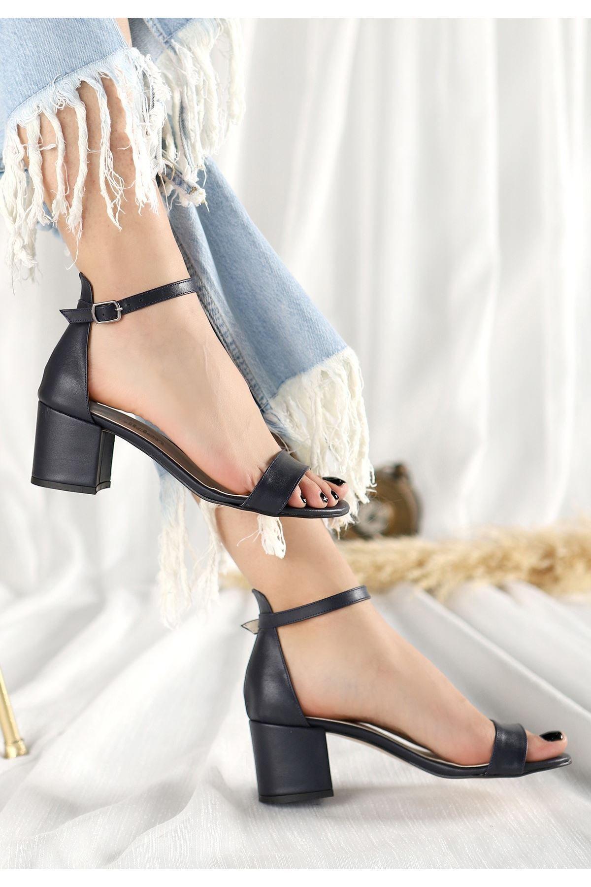 Kadın Siyah Deri Tek Bant Kalın Topuklu Ayakkabı 11115