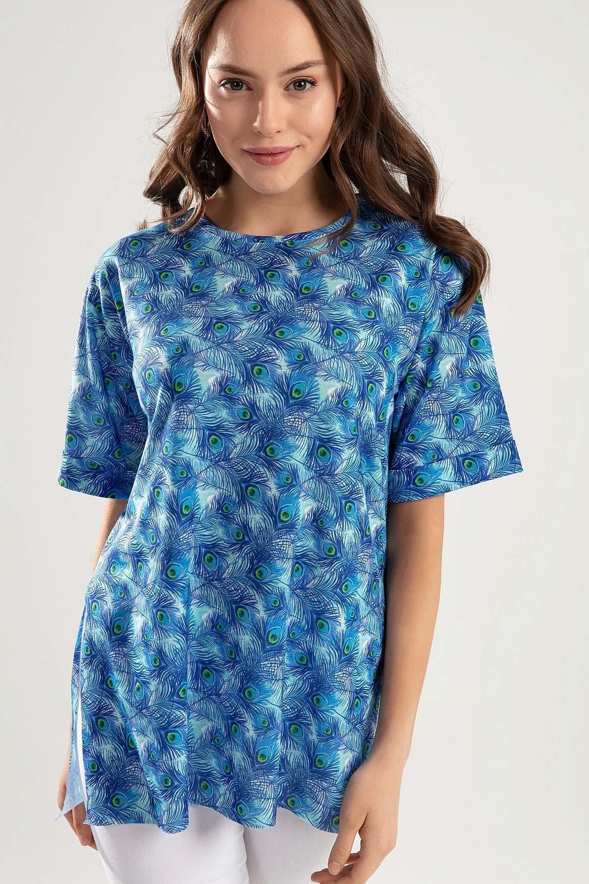 Kadın Mavi Tavus Tüyü Baskılı Duble Kol Yanı Yırtmaçlı Tişört PTTY20S-4247